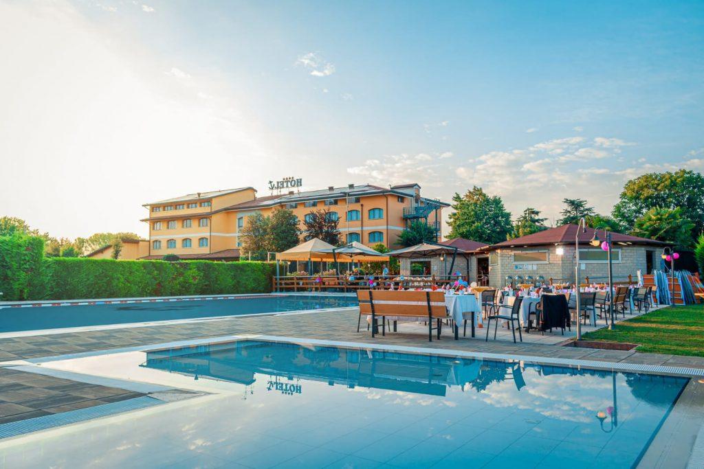 Ancora Sport Hotel e piscina cena