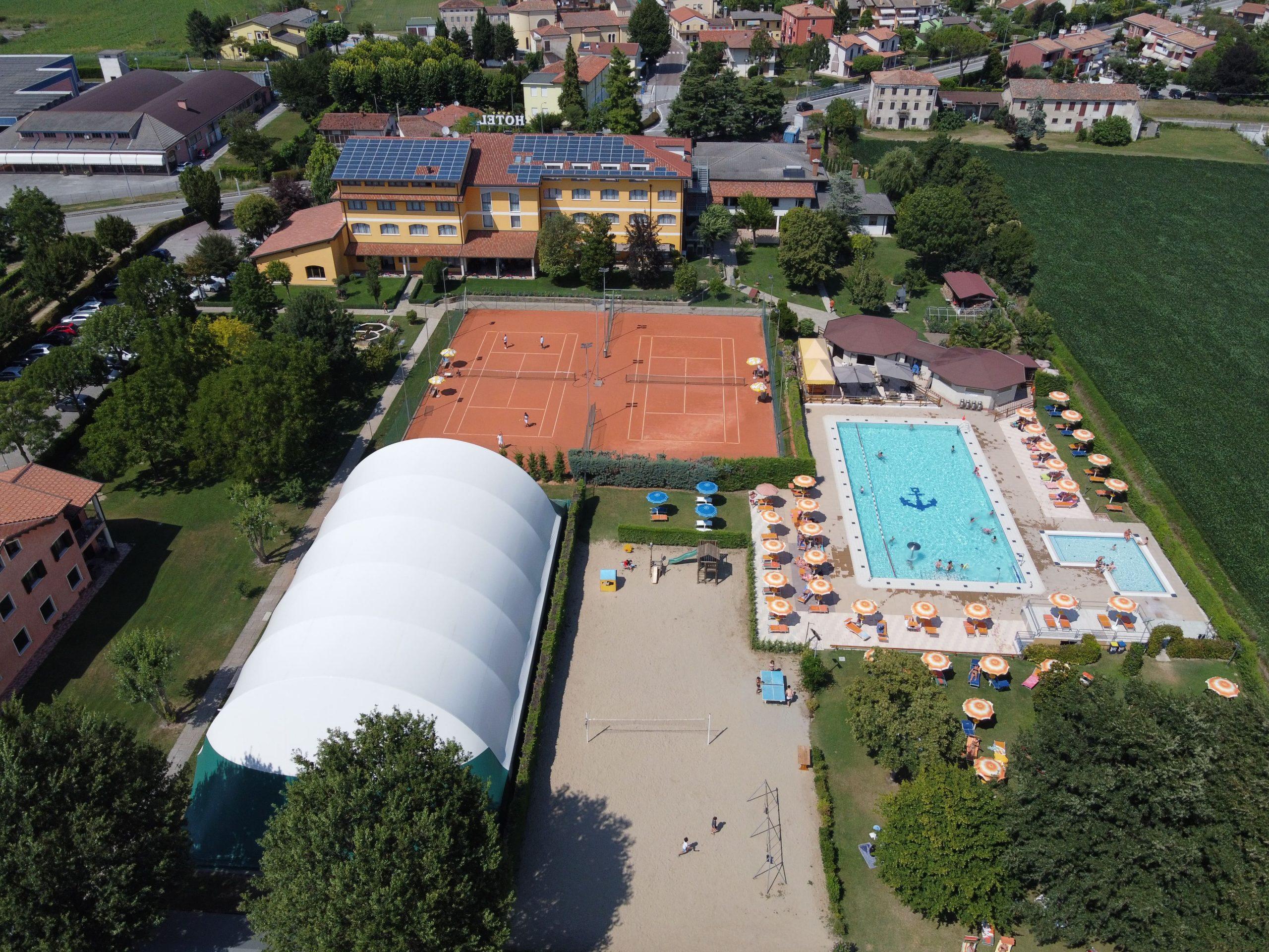 Ancora Sport Hotel vista dall'alto con drone