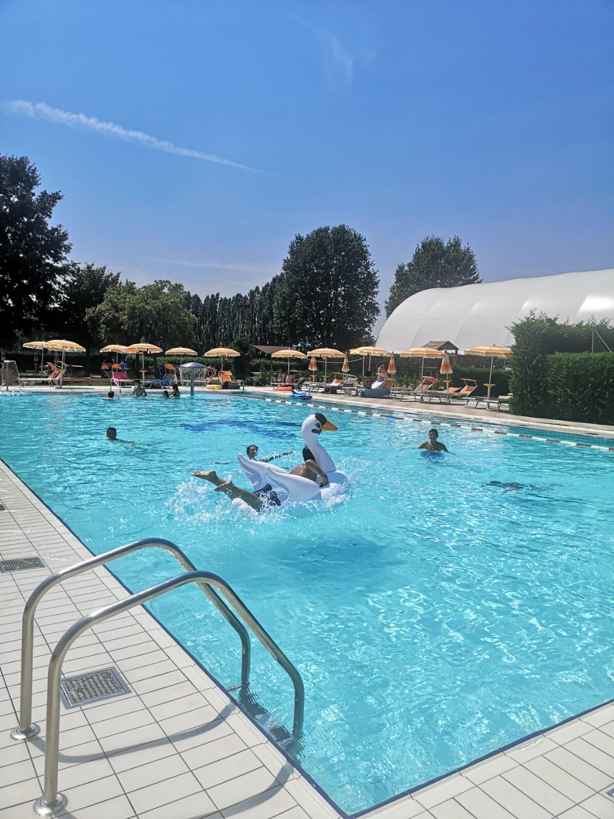 Ancora Sport Hotel piscina con gonfiabile